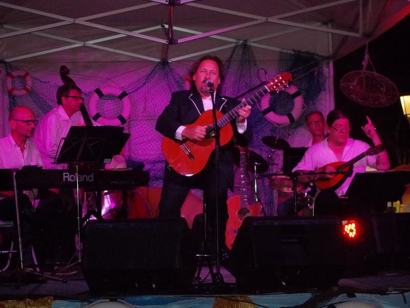 Un moment de l'actuació de Toni Subirana a les festes de la Mare de Déu del Carme de Sitges.