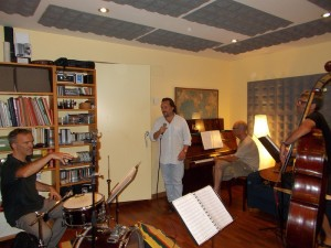 Assaig a l'estudi amb els músics Pep Pladelorens, Alfons Rojo, Eduard Altaba i Dani Forcada.